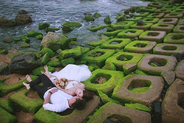 Cặp đôi Hà thành lựa chọn bối cảnh chụp ảnh cưới là bãi biển xinh đẹp này