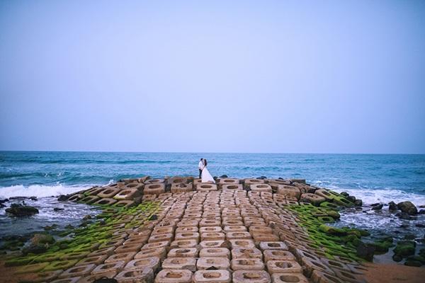 Bãi đá độc đáo trên biển Phú Yên thành điểm chụp ảnh cưới cuốn hút - 6