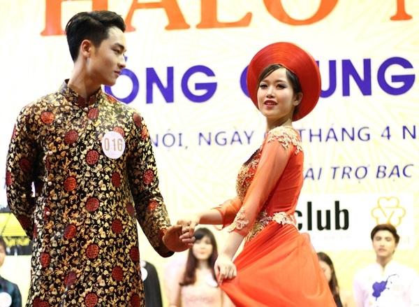 Cặp đôi Sinh viên thanh lịch ăn ý trong phần thi trang phục truyền thống