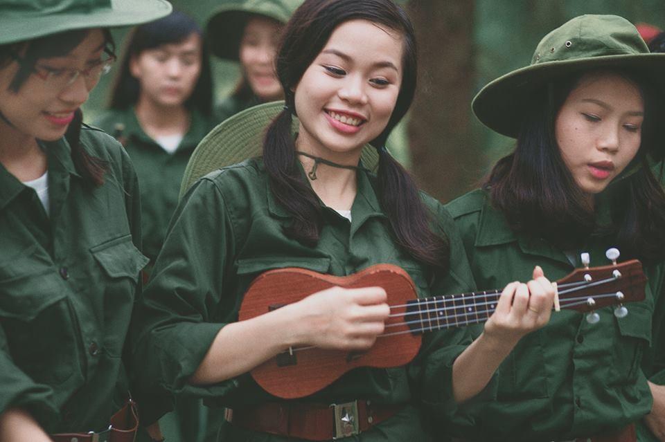 Các bạn trẻ muốn thể hiện tinh thần lạc quan, yêu đời và nhiệt huyết tuổi trẻ của các chiến sĩ thanh niên xung phong