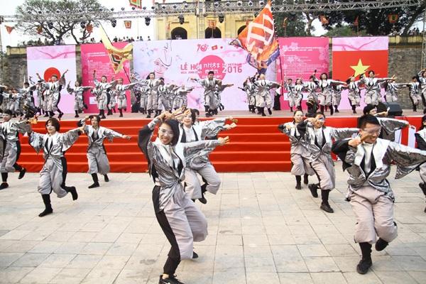 Nhóm múa Hanoi Sennen Yosakoi với quân số hùng hậu