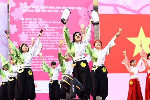 Đội SIE Yosakoi sôi động với những phần vũ đạo đòi hỏi kĩ thuật khó