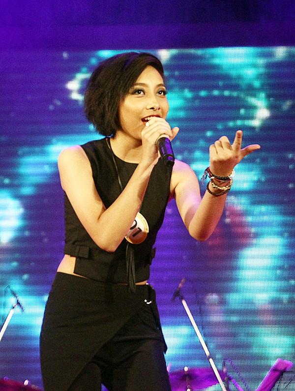 Cô gái cá tính Nguyễn Nhật Anh có ngoại hình hao hao Diva Mỹ Linh tự tin thể hiện ca khúc Try – Pink