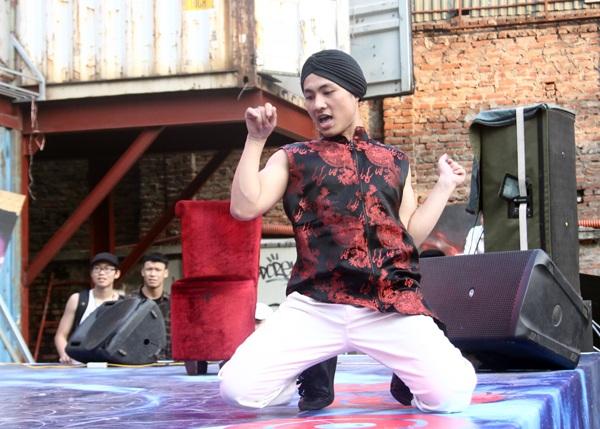 Dancer Đức Zupi mang đến một làn gió mới lạ cho cộng đồng hiphop khi thể hiện thời trang và phong cách nhảy unisex độc đáo