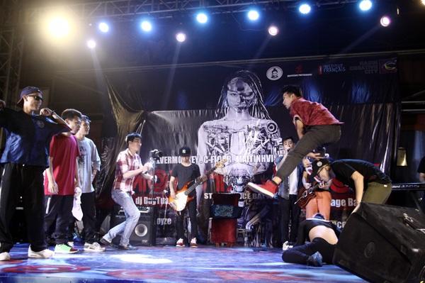 Bên cạnh các vòng đấu nhảy trên nền nhạc do DJ chơi ngẫu nhiên, các dancer còn phải vượt qua thử thách nhảy hiphop trên nền nhạc rock do ban nhạc chơi trực tiếp trên sân khấu.