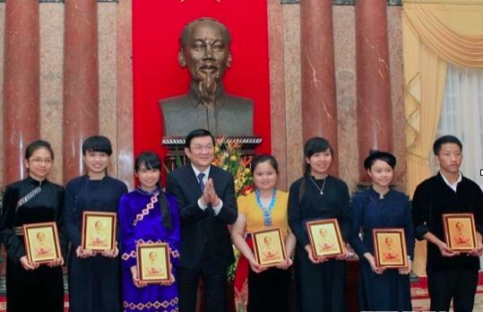 Vừ Mí Kỵ được Chủ tịch nước Trương Tấn Sang khen tặng