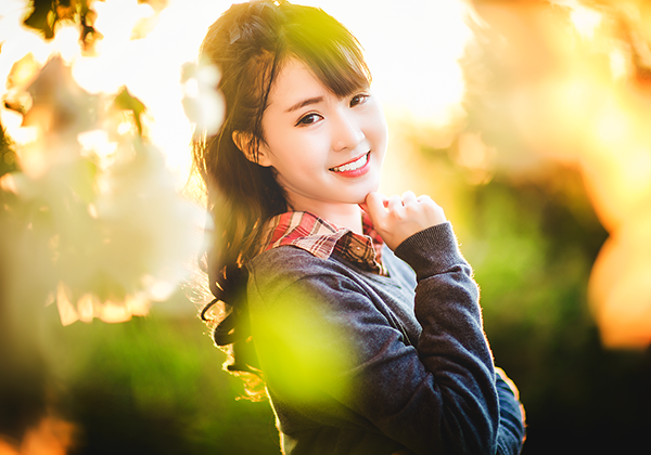 Cô học cùng lúc hai chuyên ngành ngoại ngữ là tiếng Anh và tiếng Trung Quốc.