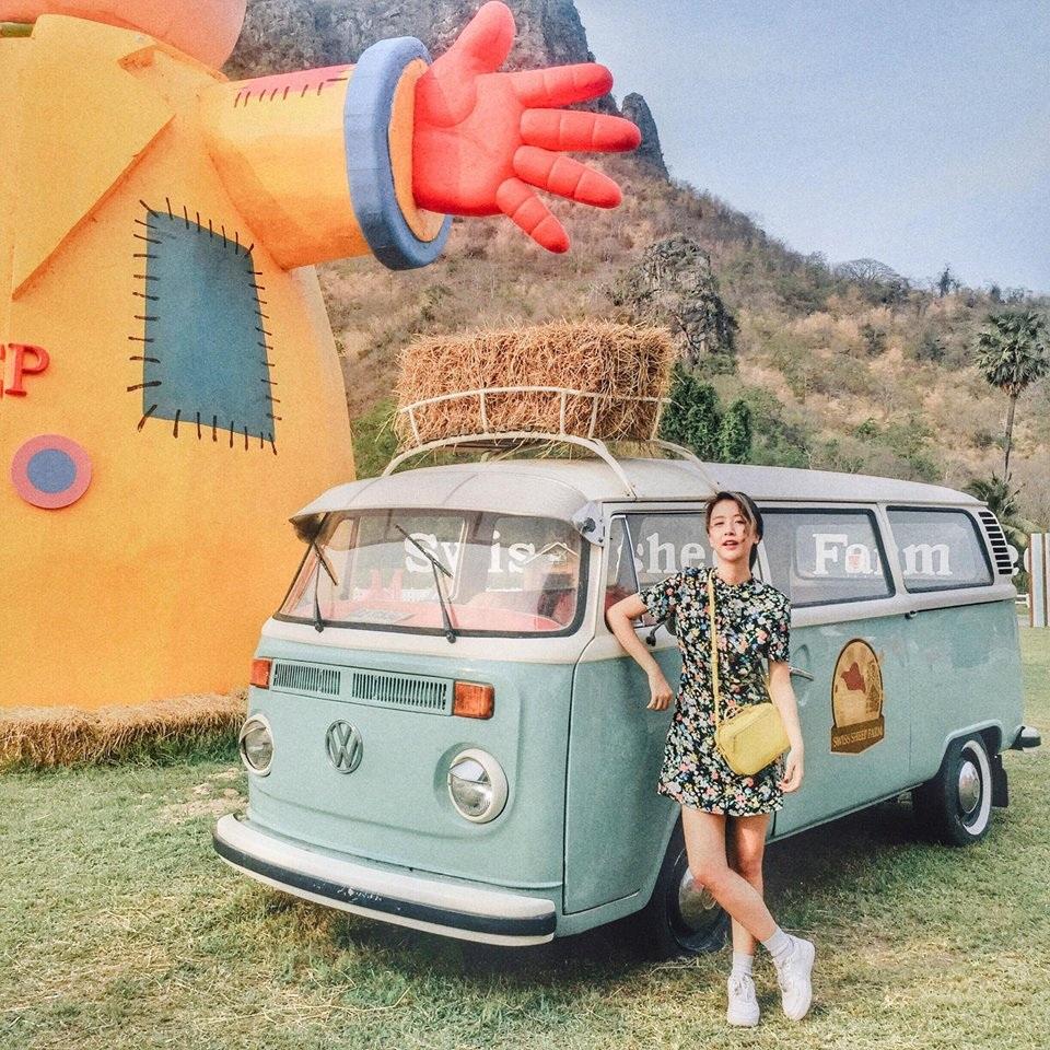 Phong cách vintage quen thuộc đã thành thương hiệu của Quỳnh Anh Shyn được cô mang tới đất nước Thái Lan
