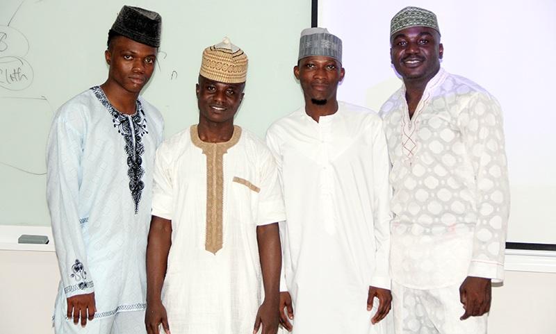 """Nhóm sinh viên Nigeria với đồ án """"Cửa hàng trực tuyến bán trang phục truyền thống Nigeria"""""""