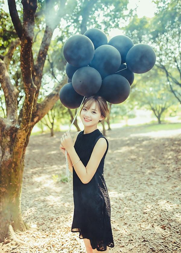 Bộ ảnh của mới của Thu Hương được thực hiện tại vườn nhãn Vĩnh Tuy (Hà Nội)