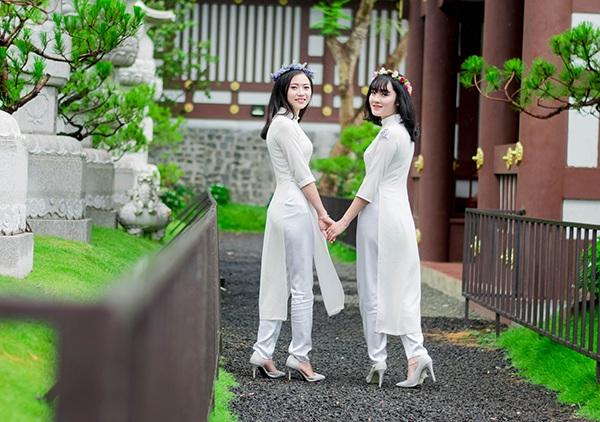 Hai cô bạn thân dự định sẽ theo học ngành Quản trị khách sạn và du lịch.