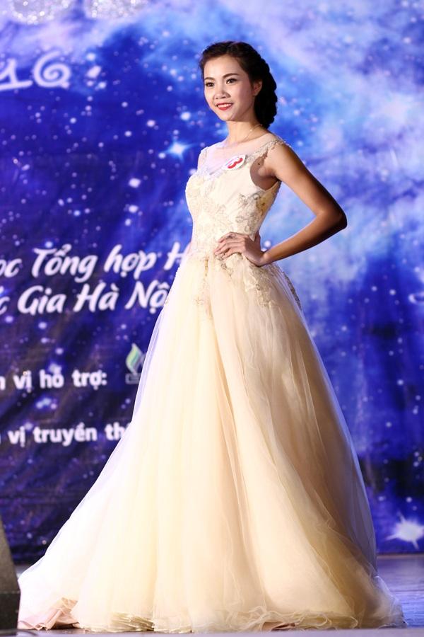 Nguyễn Ngọc Hà lộng lẫy trình diễn trang phục dạ hội