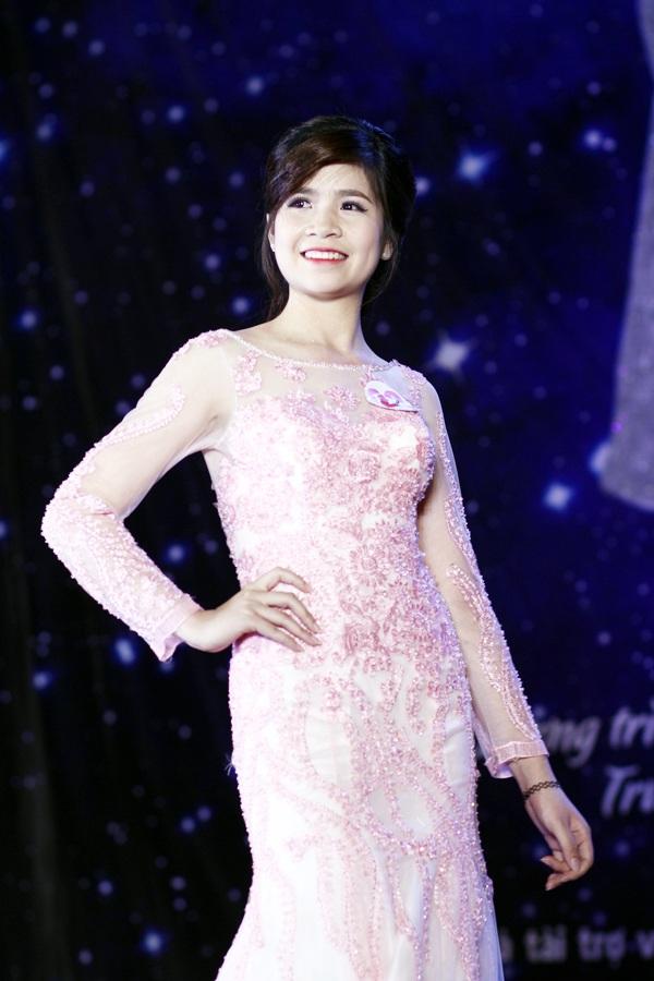 Nữ sinh trình diễn trang phục dạ hội đẹp nhất Nguyễn Thị Kim Chi – Khoa Khí tượng Thủy văn và Hải dương học