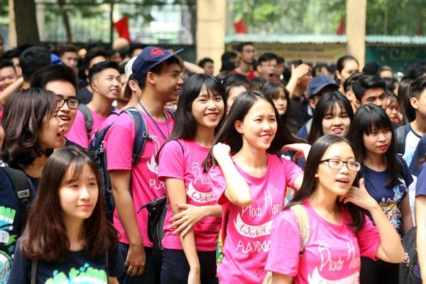 Dù trời nắng to nhưng không khí không quá oi bức, nên các bạn học sinh đã có một ngày ghi hình thành công và tràn ngập tiếng cười