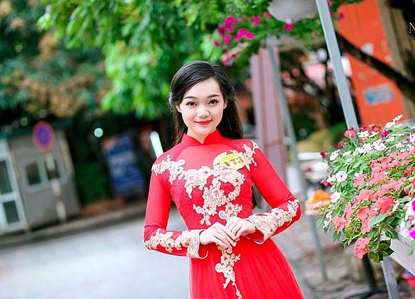 Cô từng tham gia cuộc thi tìm kiếm Đại sứ trường ĐH Quốc gia Hà Nội