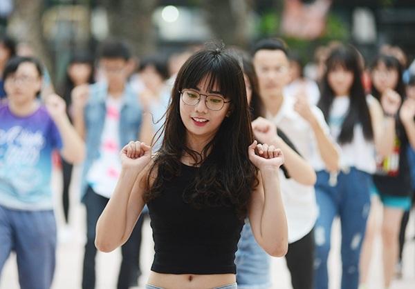THPT Yên Hòa là nơi hội tụ nhiều cô gái xinh đẹp và năng động.