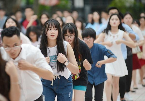 400 bạn trẻ tham gia màn nhảy flashmob
