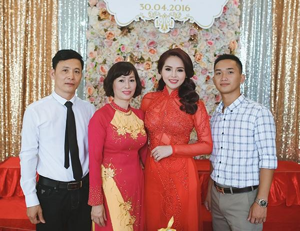 Vẻ xinh đẹp và hạnh phúc của cô dâu Hương Thảo