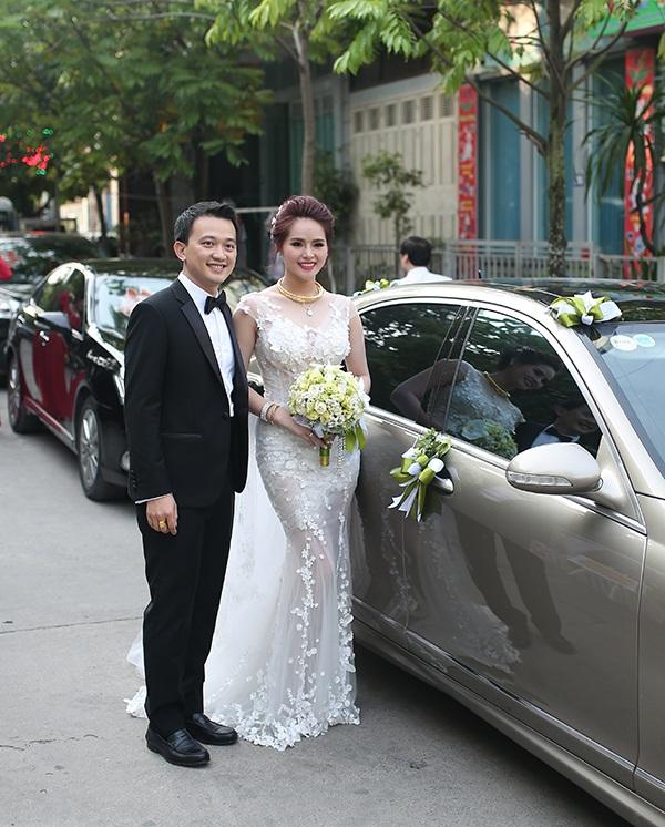 Khi cô công bố tin tức về đám cưới, nhiều bạn bè của cô đã bất ngờ vì trước đó người đẹp khá kín tiếng về chuyện tình cảm.
