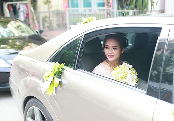 Lại Hương Thảo từng tham gia nhiều cuộc thi nhan sắc và đoạt nhiều danh hiệu như Hoa khôi Thể thao 2012; giải phụ Hoa hậu châu Á, Hoa hậu cộng đồng tại cuộc thi Hoa hậu Siêu quốc gia 2012. Năm 2013, cô từng đại diện cho Việt Nam dự thi Miss World nhưng không đạt được thành tích nào. Vài năm trở lại đây, cô gần như không tham gia các hoạt động showbiz. Hiện tại, cô làm việc ở một ngân hàng tại TP HCM.