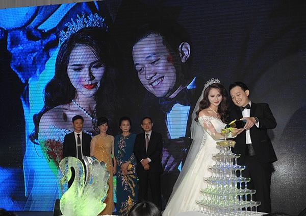 Trước tin đồn ông xã là đại gia ngành ngân hàng, Lại Hương Thảo phủ nhận. Cô cho biết, chồng sắp cưới là người bình thường, không thuộc giới thượng lưu như nhiều người đồn đoán.