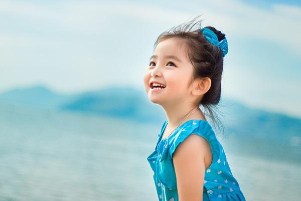 Kết quả hình ảnh cho nụ cười tỏa nắng của bé