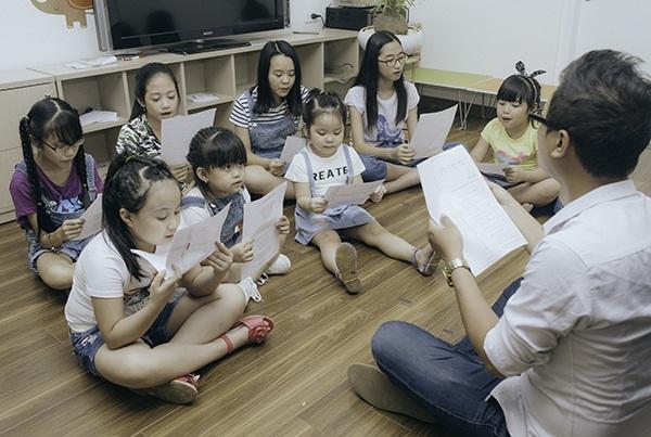 Các em nhỏ tập hát ca khúc mới của Hoàng Thu Trang