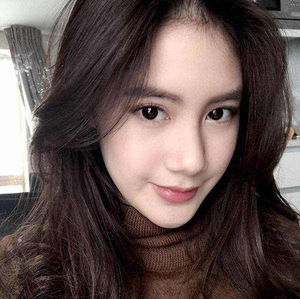 """Hot girl Lào gốc Việt gây """"bão"""" mạng xã hội - 1"""
