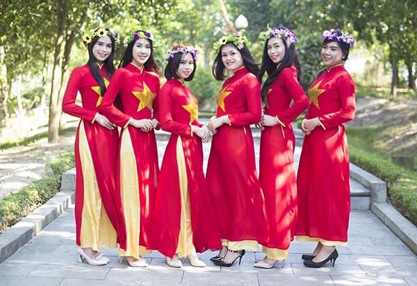 Nhóm nữ sinh Thái Lan tốt nghiệp ĐH Vinh