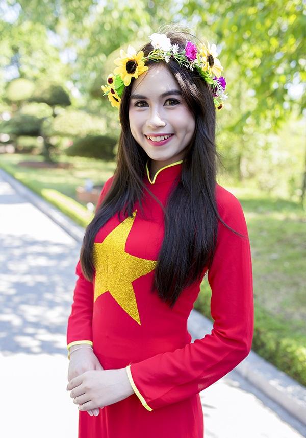 Nữ sinh Thái Lan diện áo dài Việt trong lễ tốt nghiệp - 5