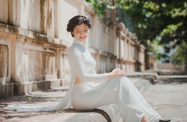Cô gái xứ Thanh cao 1m70 đẹp tinh khôi với áo dài trắng - 11