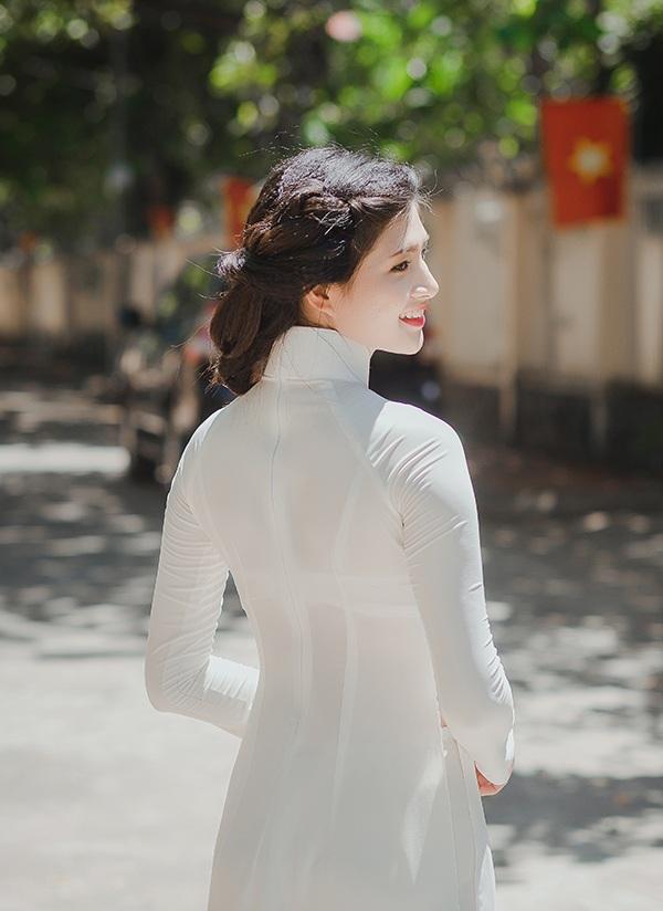 Cô gái xứ Thanh cao 1m70 đẹp tinh khôi với áo dài trắng - 9
