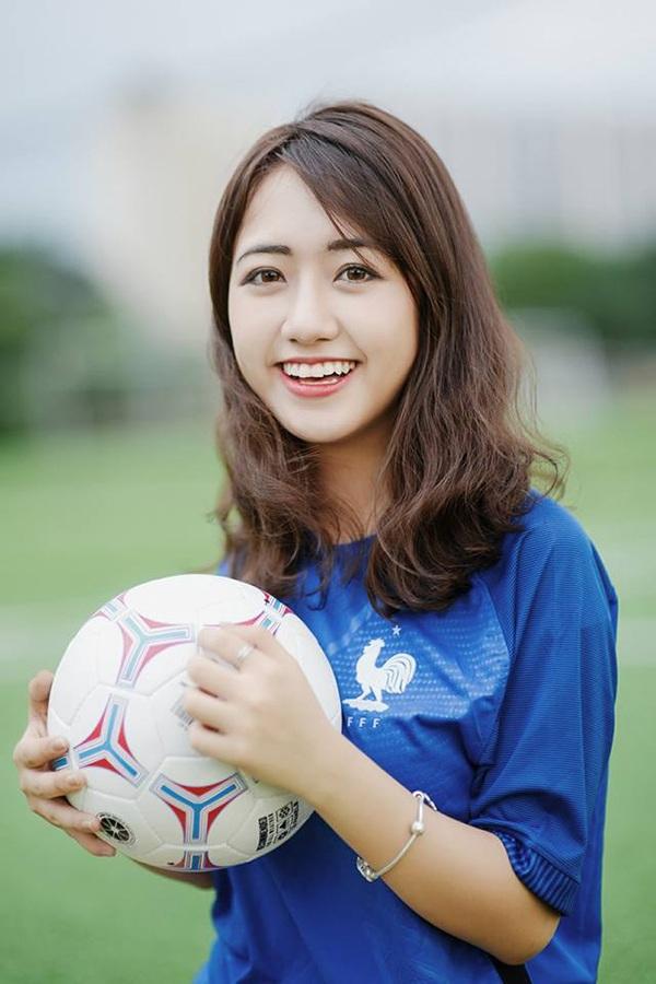 Quỳnh Anh là gương mặt không xa lạ với độc giả Dân trí. Từ khi 15 tuổi, cô đã là một gương mặt hot girl được yêu thích. Hiện nay, trang cá nhân của nữ du học sinh Việt tại Mỹ có gần 300.000 người theo dõi.