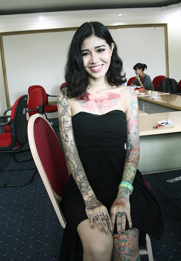 Nguyễn Thị Minh Thái là thợ xăm ở TP.HCM. Cô cũng sở hữu rất nhiều hình xăm, trong đó đa phần là hình xăm nhân vật hoạt hình, hình xăm mang chủ đề gia đình và thú cưng