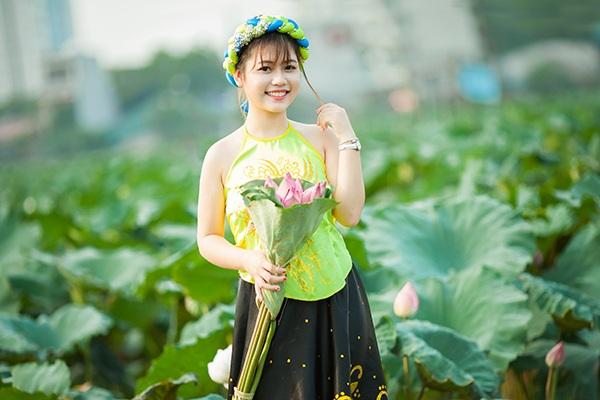 """""""Nhị Kiều"""" xinh xắn bên đầm hoa sen - 13"""