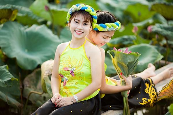 """""""Nhị Kiều"""" xinh xắn bên đầm hoa sen - 12"""