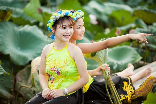 """""""Nhị Kiều"""" xinh xắn bên đầm hoa sen - 11"""