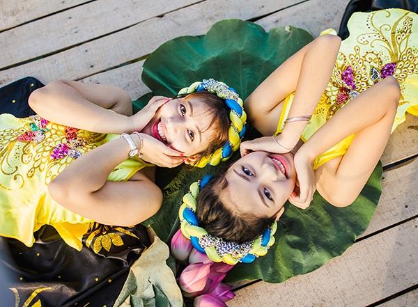 Bộ ảnh hoa sen được hai chị em thực hiện ở đầm sen Xuân Đỉnh, Hà Nội.