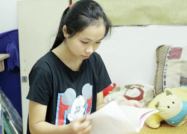 Em Nguyễn Thị Hải Yến ôn bài môn Toán.