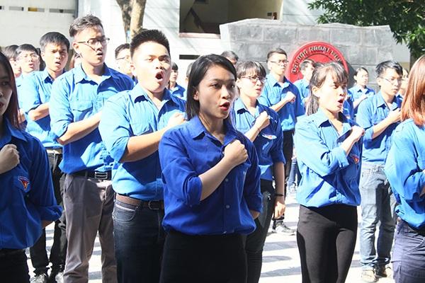 Sinh viên tình nguyện ĐH Ngoại thương trong ngày ra quân chiến dịch Mùa hè xanh cách đây không lâu.