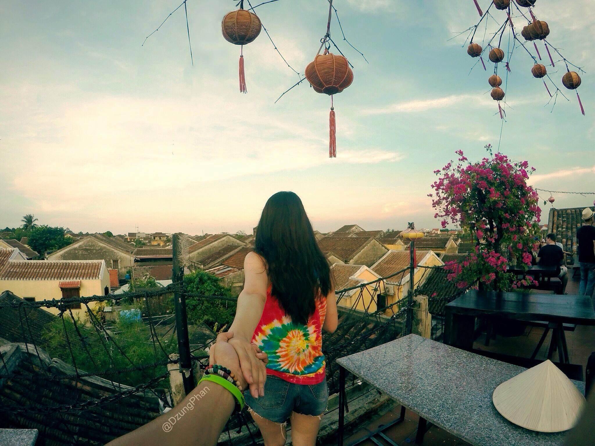 Lần đầu tiên Dũng và Trang gặp nhau ở Đà Nẵng. Sau đó, hai bạn trẻ nhanh chóng khám phá ra rằng họ có rất nhiều điểm chung: đam mê xê dịch, khám phá, nhiếp ảnh và thời trang.