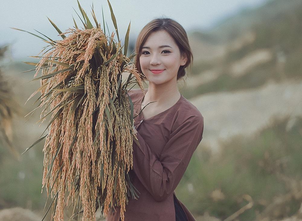 Nhân vật chính trong bộ ảnh không phải ai xa lạ mà chính là Thu Hương - hot girl dân tộc từng nổi tiếng trên mạng.