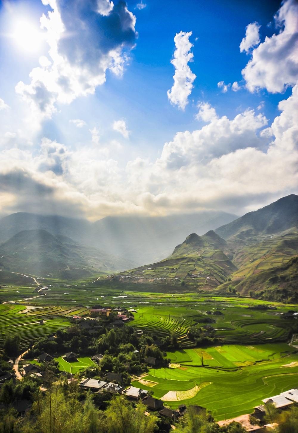 Cảnh đẹp dưới chân đèo Khau Phạ huyện Mù Cang Chải, tỉnh Yên Bái.