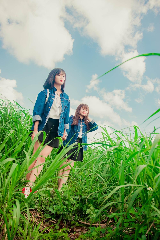 Thuỳ hiện đang học trường THPT Phan Bội Châu còn Bình học trường THPT Lê Lợi. Tuy rằng không cùng trường lớp nhưng hai em vẫn thường xuyên gặp nhau, đi chơi và chia sẻ niềm vui nỗi buồn trong cuộc sống.