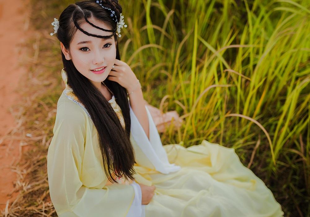 """Bộ ảnh nữ sinh lớp 10 """"hóa"""" chị Hằng Nga xinh đẹp - 13"""