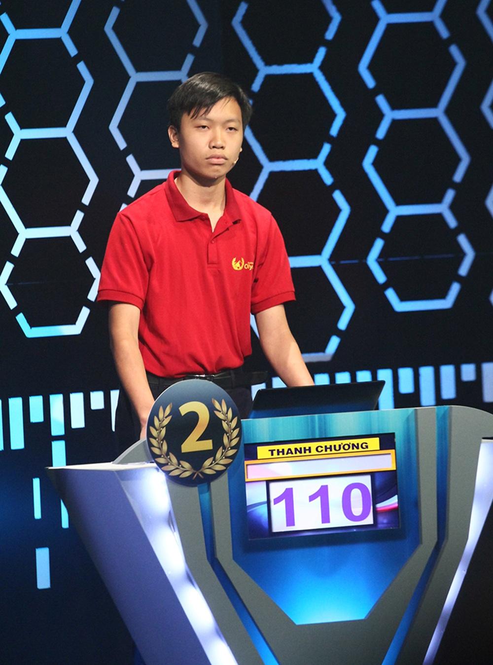 Ở phần thi Khởi động, Hồ Đắc Thanh Chương xuất sắc trả lời đúng 11/12 câu hỏi và dẫn đầu với 110 điểm. Theo sát là Lâm Vũ Tuấn đứng thứ hai với 90 điểm, Lê Duy Bách và Phan Tiến Tùng cùng đứng thứ ba với 80 điểm.