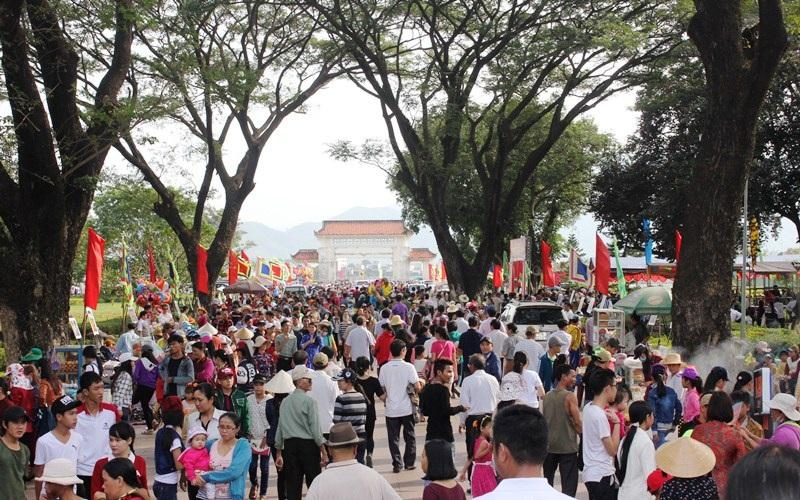 Dòng người đến Bảo tàng Quang Trung ngày càng đông