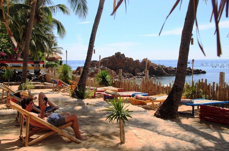 Du khách Tây đang tìm về Bãi Xép (TP Quy Nhơn) du lịch, khám phá vẻ đẹp hoang sơ ở đây
