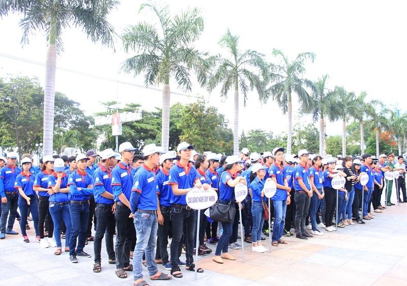 Gần 200 tình nguyện viên tham gia chương trình Tiếp sức mùa thi năm 2016 tại Bình Định