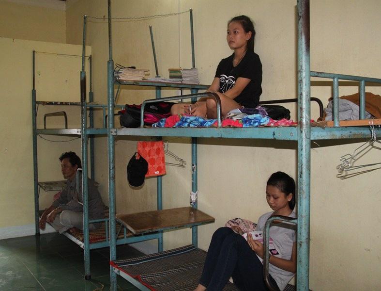 Thí sinh phấn khởi được ở miễn phí trong KTX Trường ĐH Quang Trung